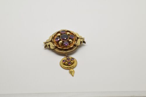 14 kts gold brooch with 10 garnets.