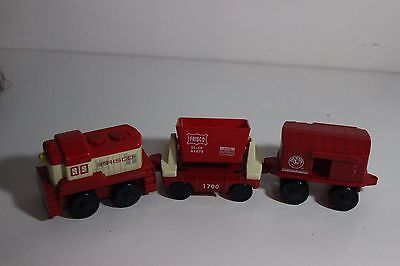 Lionel Frisco red Train Set plastic Red moves 3 piece set