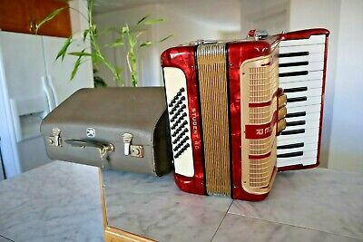 Vintage HOHNER Student 40 Bass Piano Accordion Akkordeon Fisarmonica (Germany)