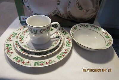 20 pc. Gibson Everyday Holiday Gold Holly Berry Christmas  Dish set LOT O ()