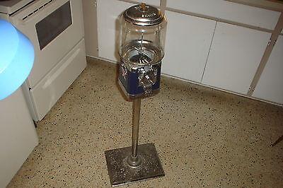 (Vintage BEAVER FUZZY BRUSH Dentist Office GUMBALL MACHINE W/Stand & Key 4 Repair)