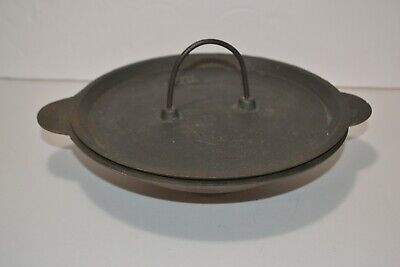 Vintage cast iron 3 leg pot and lid with narrow handle Rare - SNE