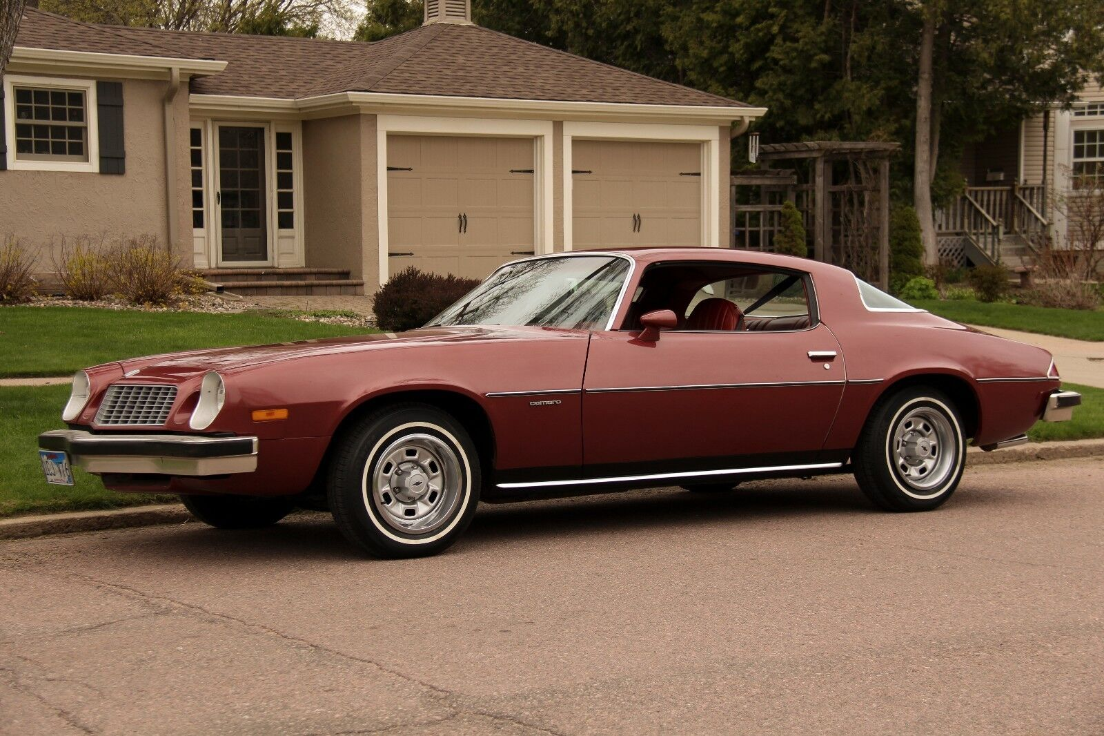 1976 Chevrolet Camaro - Firethorn Red (36)