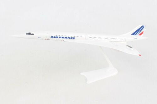 "SKYMARK (SKR107) AIR FRANCE AIRLINES ""CONCORDE"" 1:250 SCALE SNAPFIT MODEL"