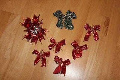 Schleifen Weihnachten rot und grün und ein roter Stern