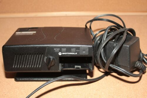 Motorola Minitor V 5 Amplified Charger RLN5869A Pager Amplifier Base Tested