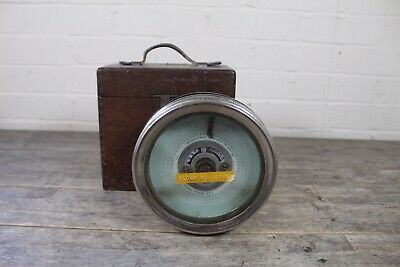 Vintage Automatic Timing Clock Co Pigeon Racing Clock With Oak Case.