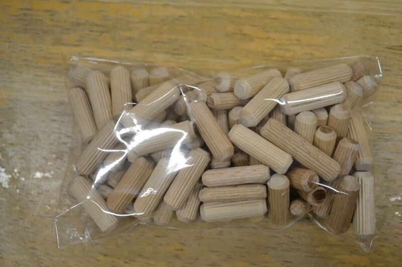 "80 pc 1"" Fluted Wooden Dowel Pins"