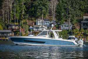 Beautiful 42' Boston Whaler Outrage