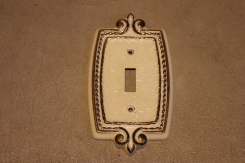 Vintage Amerock Bonaventure single switch plate cover Gold Regency White 001