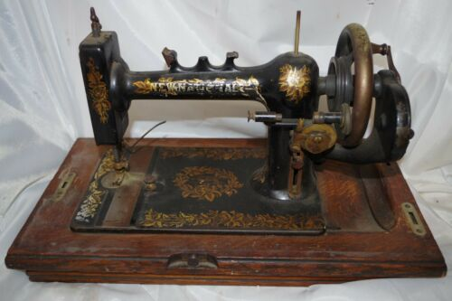ANTIQUE News National Hand Crank Sewing Machine Manufactured & Wood Case