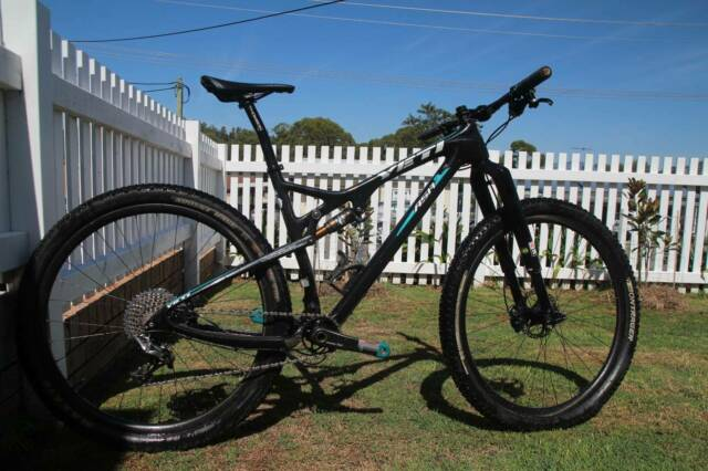 YETI RACES BACK INTO XC WITH NEW CARBON ASRC CROSS