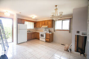 **TO BE UPDATED** 3 Bedroom Main Level Apartment in Hamilton!!