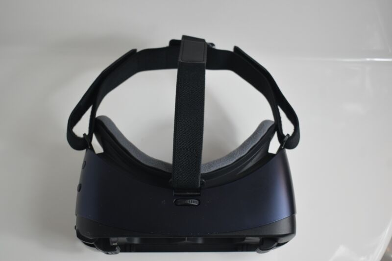 Black Gear VR Headset Powered By Oculus *With Front Cover*