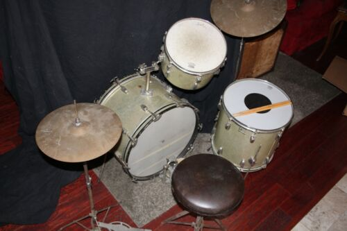 LUDWIG DRUM SET 1965 Silver Sparkle  Piece 22,16,,13 VINTAGE