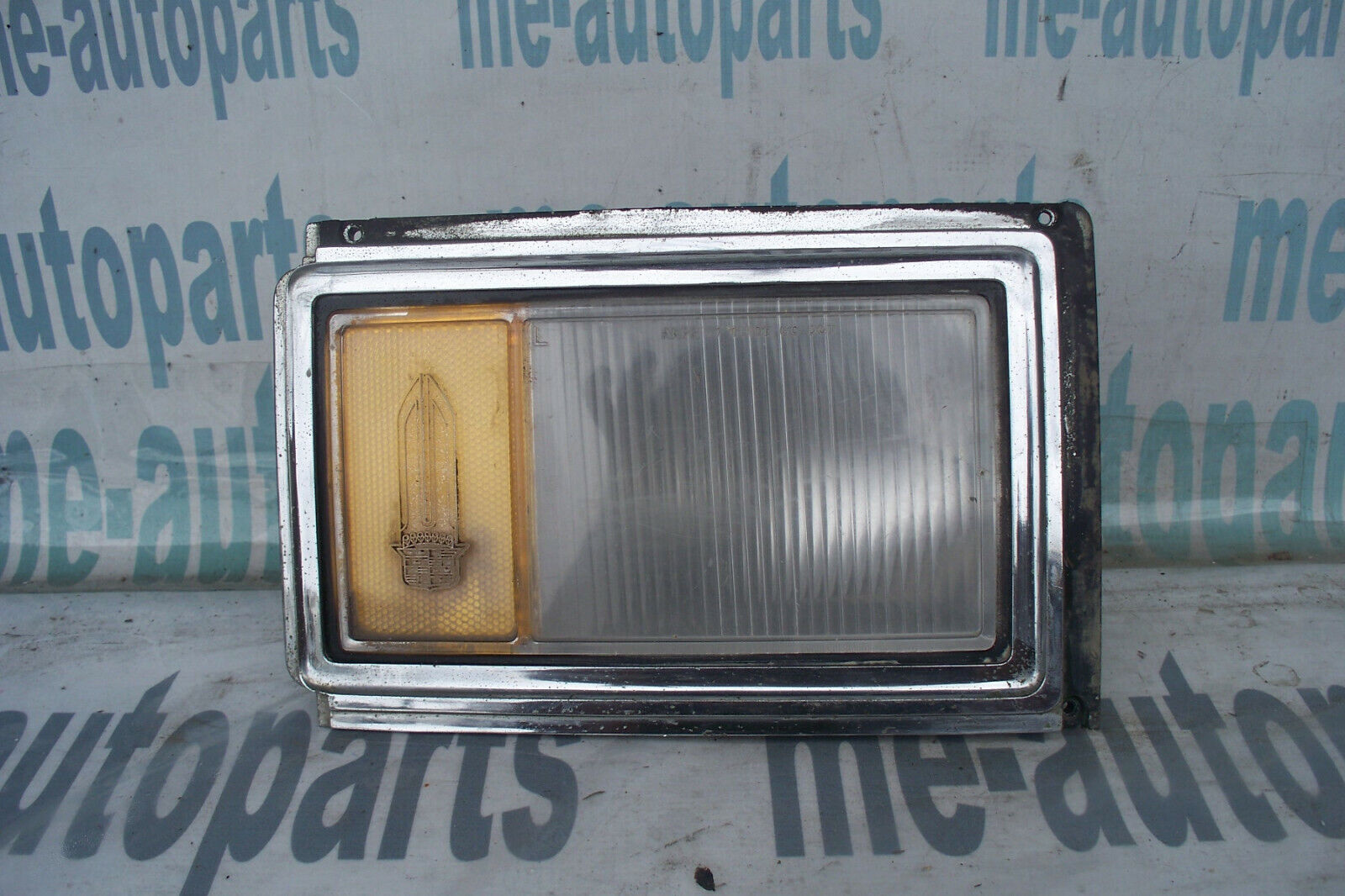 77-79 CADILLAC DEVILLE FLEETWOOD OEM LEFT DRIVER CORNER TURN SIGNAL LIGHT LAMP
