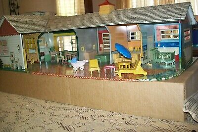 VINTAGE 1960 MARX TIN LITHO IMMACULATE RANCH DOLL HOUSE W/ BOX/ FURNITURE ETC