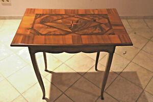 Barock Kleiner Tisch mit Stern Furniert Nußbaum