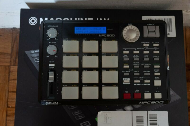 Akai MPC 500 Portable Sampler Sequencer Drum Machine