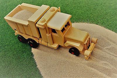 Lastwagen aus Holz + Spielsand, Kipper, Sandlaster, LKW aus Holz, Holzspielzeug