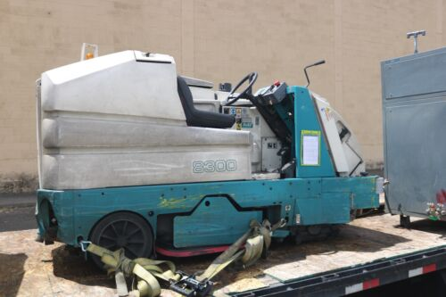Tennant 8300 Scrubber SweeperONLY 50 HOURS ON IT