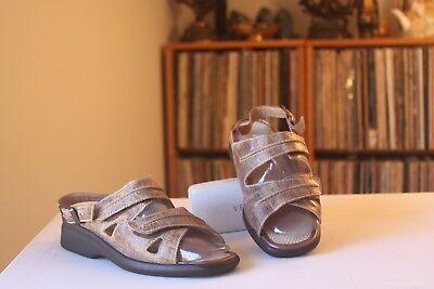 - Drucker Calzapedic Brown Reptile Print Leather 1 3/4 Inch Wedge Sandals EUR 37