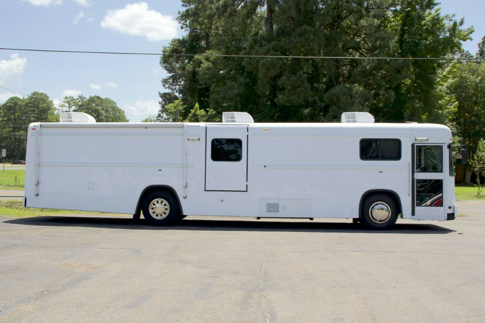 Mobile Medical Clinic Bus - Doctor's Office On Wheels - Handicap Accessible