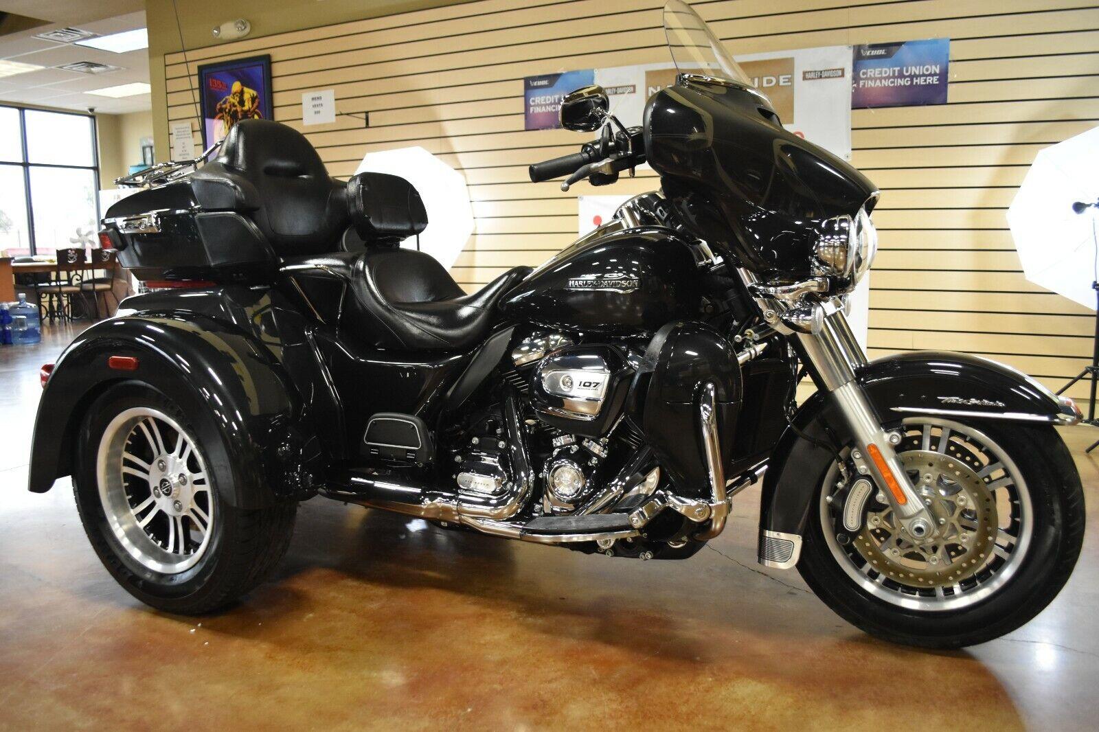 2018 Harley Davidson Tri Glide Trike Milwaukee Eight FLHTCUTG 107 NO RESERVE