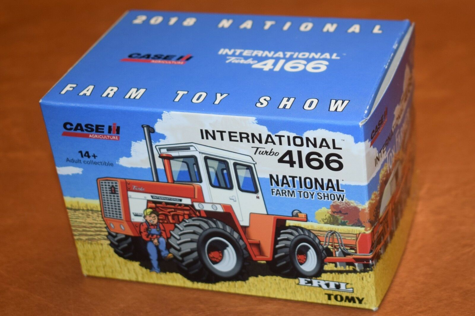 1/64 Ertl 2018 National Farm Toy Show 4166 INTERNATIONAL Tractor
