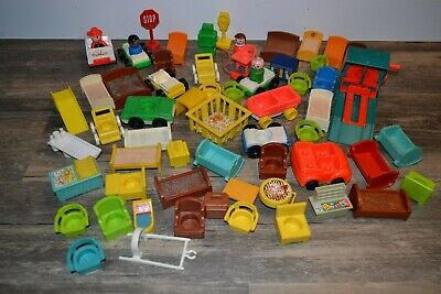 VINTAGE FISHER PRICE LITTLE PEOPLE LOT FAMILY HOUSE CARS FURNITURE