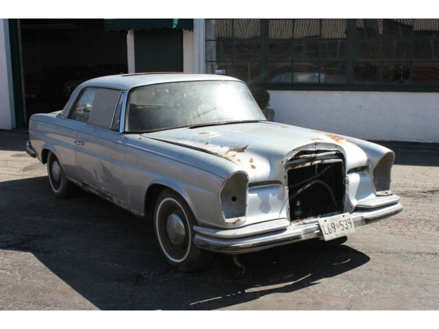 Mercedes-Benz : 200-Series 1966 Mercedes 220SE Sunroof Coupe