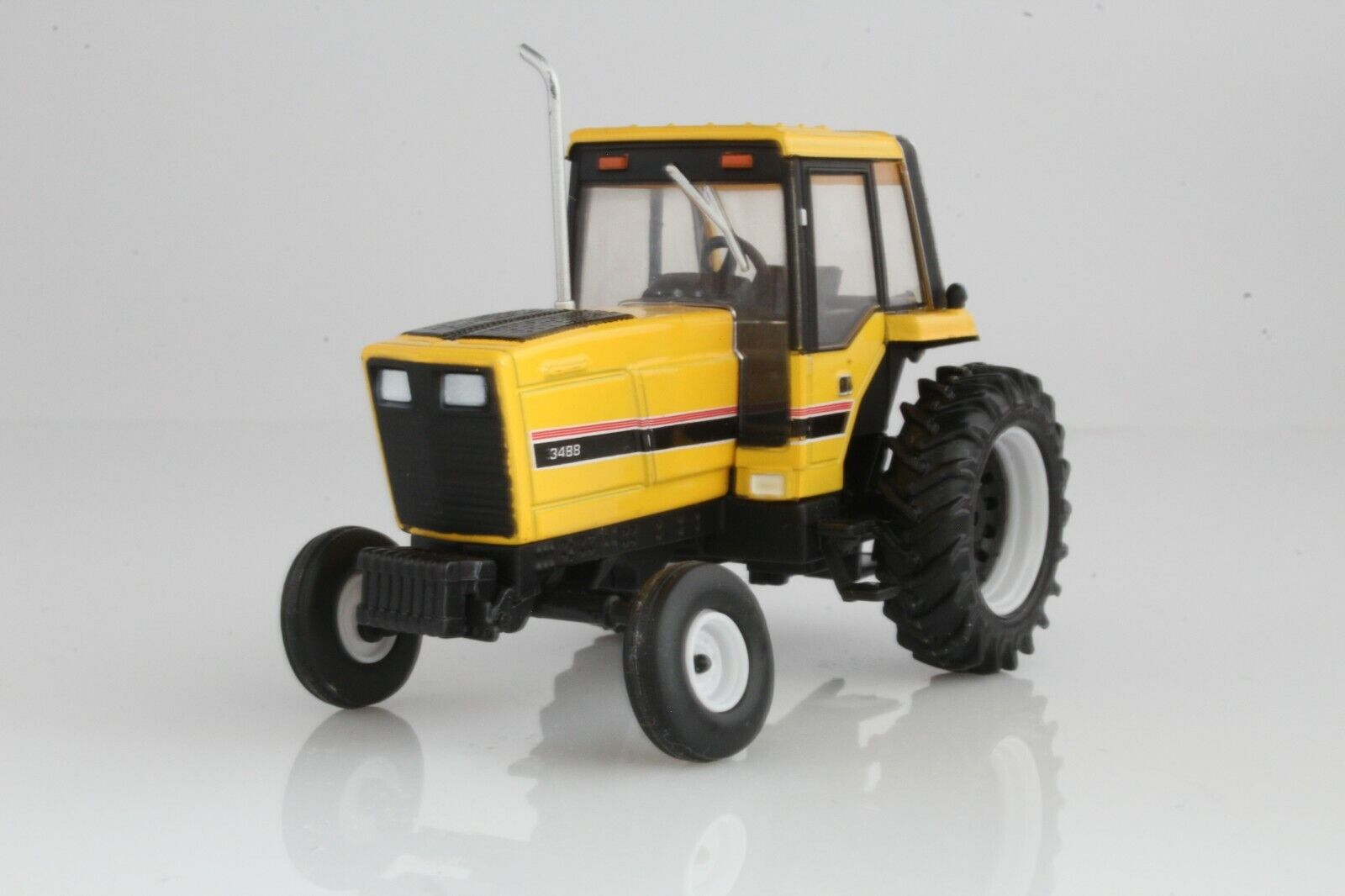 1983 Case IH 3088 Tractor Diecast Model 1:64 Scale International Farm, Yellow