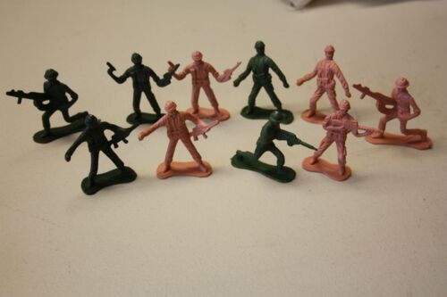Plastic+Toy+Soldiers+in+Green+and+Nude+Colours