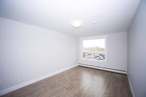 Luxury 2 Bed Apartment - Russell Lake - Parking/Fitness Centre!