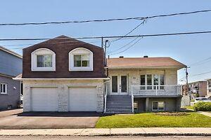 Maison à un étage et demi - 3480-82 Joubert,St-Hubert - 28634652