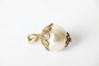 Chain Pendant Enclosed Single Pearl (101051)