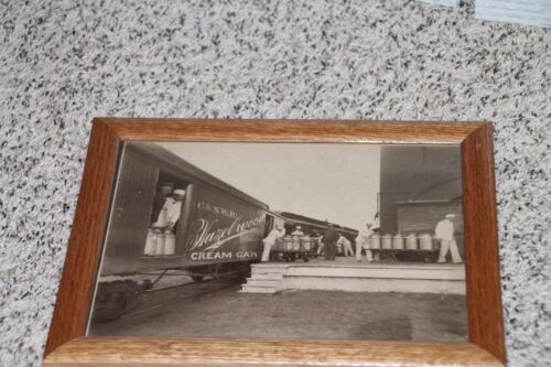 "CHICAGO AND NORTH WESTERN RAILWAY Vintage "" Hazelwood Cream Car "" Framed Photo"