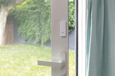 Die Tags werden einfach an Tür und Fenster befestigt und reagieren auf jeden Ansatz eines Einbruchversuchs. (© Netatmo)