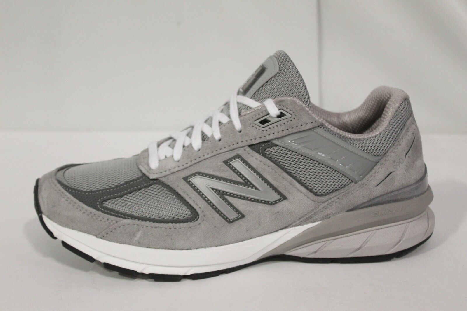 New Balance 990v5 Men's Walking Shoes Sz 9.5 D (S-6018)