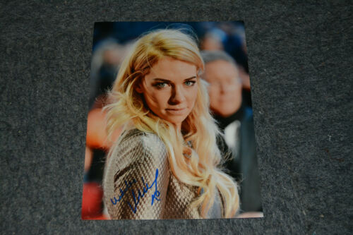 VANESSA KIRBY signed Autogramm In Person 20x25 cm THE CROWN , MISSION IMPOSSIBLE