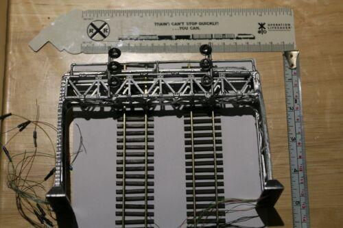 1 x HO  scale block searchlight signal bridge tricolors double track metal
