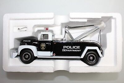 First Gear 1:34 Scale 1957 INTERNATIONAL R-200 TOW TRUCK POLICE TRAFFIC #19-1264
