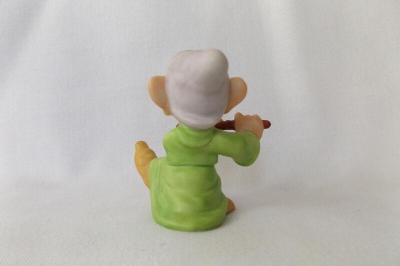 dating porcelain figurines