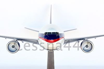 Pacmin   Boeing 777 200 Delta Air Lines 1 100 Scale Collectable Base Gift
