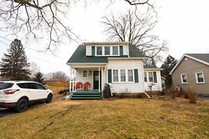 **CHARACTER FILLED** Home on Niagara Stone Road!!