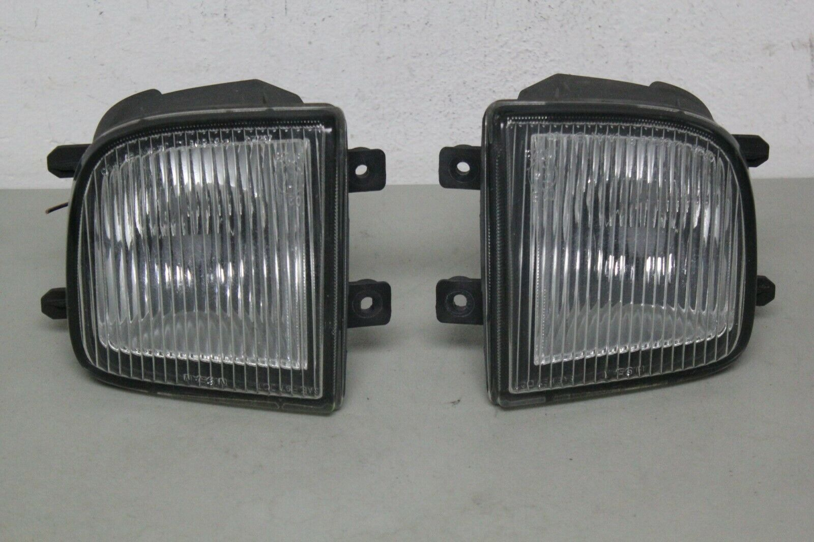 1999-2004 NISSAN PATHFINDER PAIR OF FOG LIGHT USED OEM  DRIVER AND PASSENGER FOG