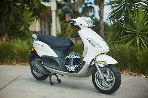 Piaggio Fly 150cc Scooter with new helmet - Vespa brand