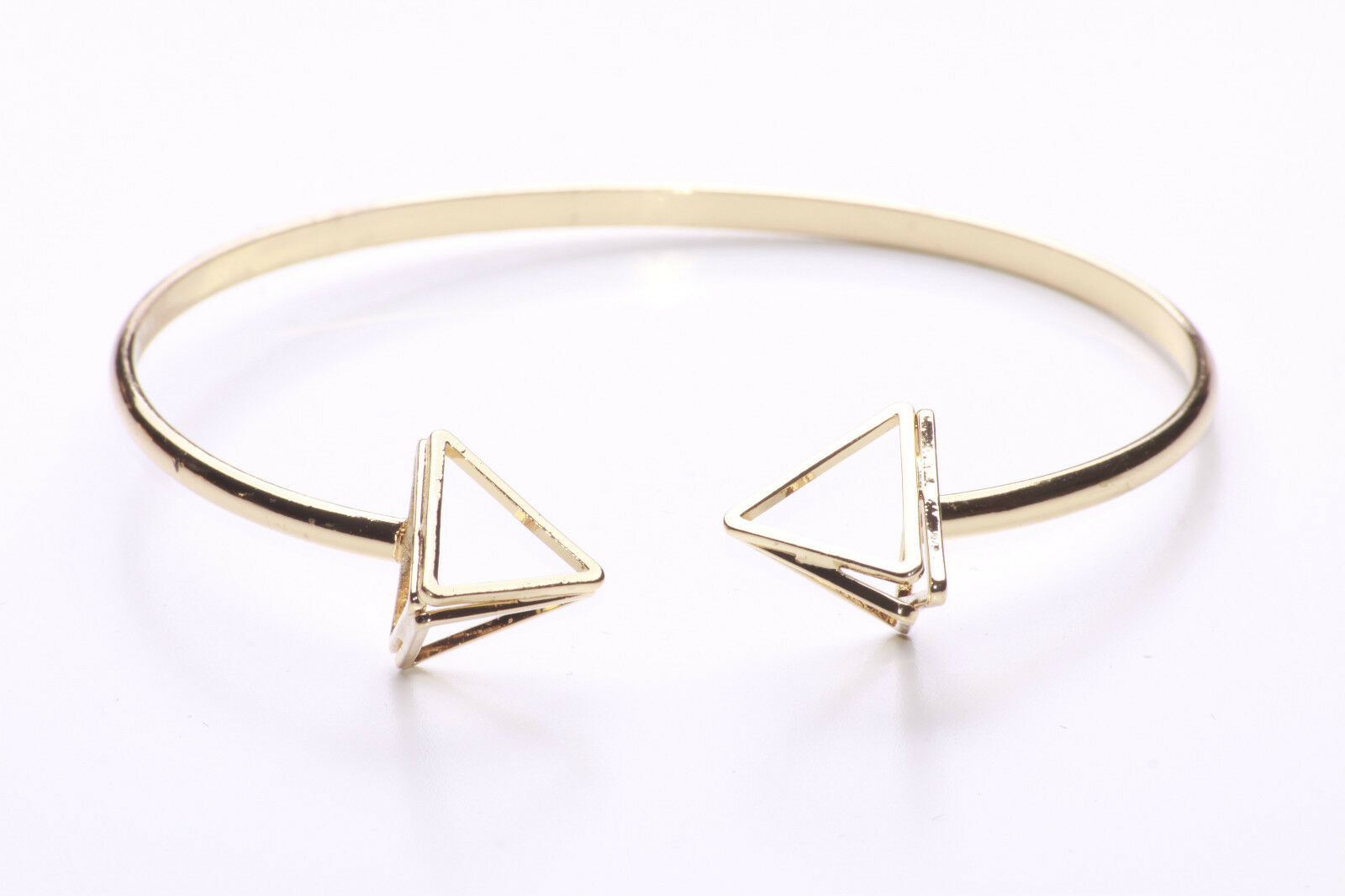 Details about LATEST TREND GOLD BANGLE WITH GEOMETRIC PYRAMID FEATURES,  OPEN-ENDED (NS3)