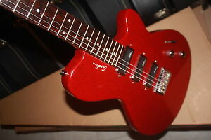 GODIN Triumph Sparkle Red guitare électrique
