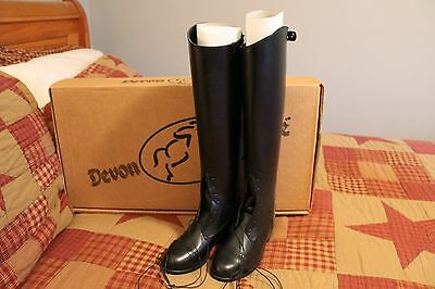 9b34693859ea Devon Aire Ladies Field Boot Black Leather with Zipper Ladies Size 6R New   645